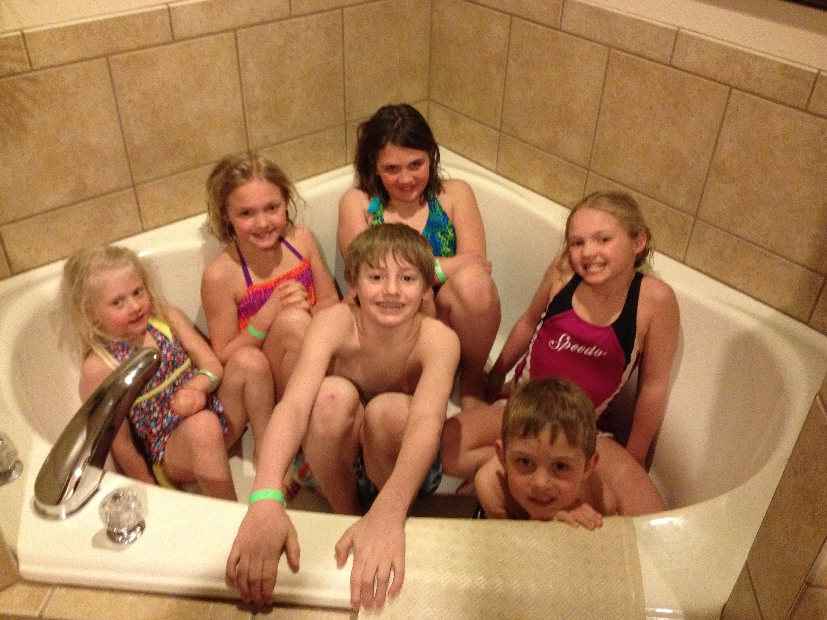 Wordless Wednesday - HOW many in the Tub?!? - Blended